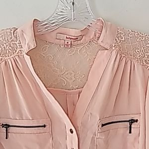 Hollywood salmon blouse with top lace detail